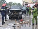 Ôtô Santa Fe bốc cháy cạnh đống rơm
