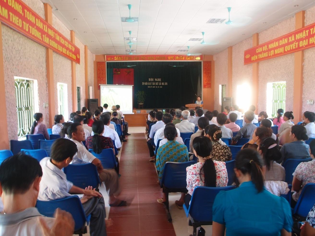 Hội nghị tập huấn khoa học kỹ thuật sản xuất lúa mùa 2015 và kỹ thuật xử lý rơm rạ sau thu hoạch tại 2 xã Minh Phượng và Nhật Tân (Tiên Lữ)