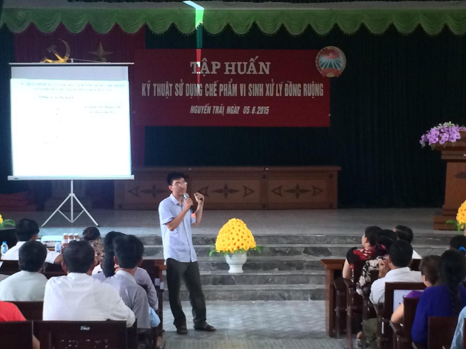 Tập huấn Kỹ thuật sử dụng chế phẩm vi sinh xử lý đồng ruộng tại xã Nguyễn Trãi- Huyện  Ân Thi- tỉnh Hưng Yên